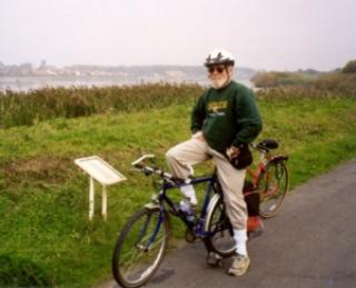 Dan Gamber on the south bank of the Schelde with Steendorp in the background